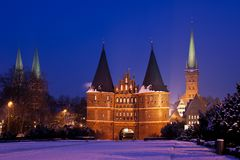 Holstentor Lübeck zur blauen Stunde