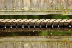Holz über Wasser