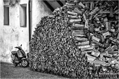 Holz vor der Hüttn