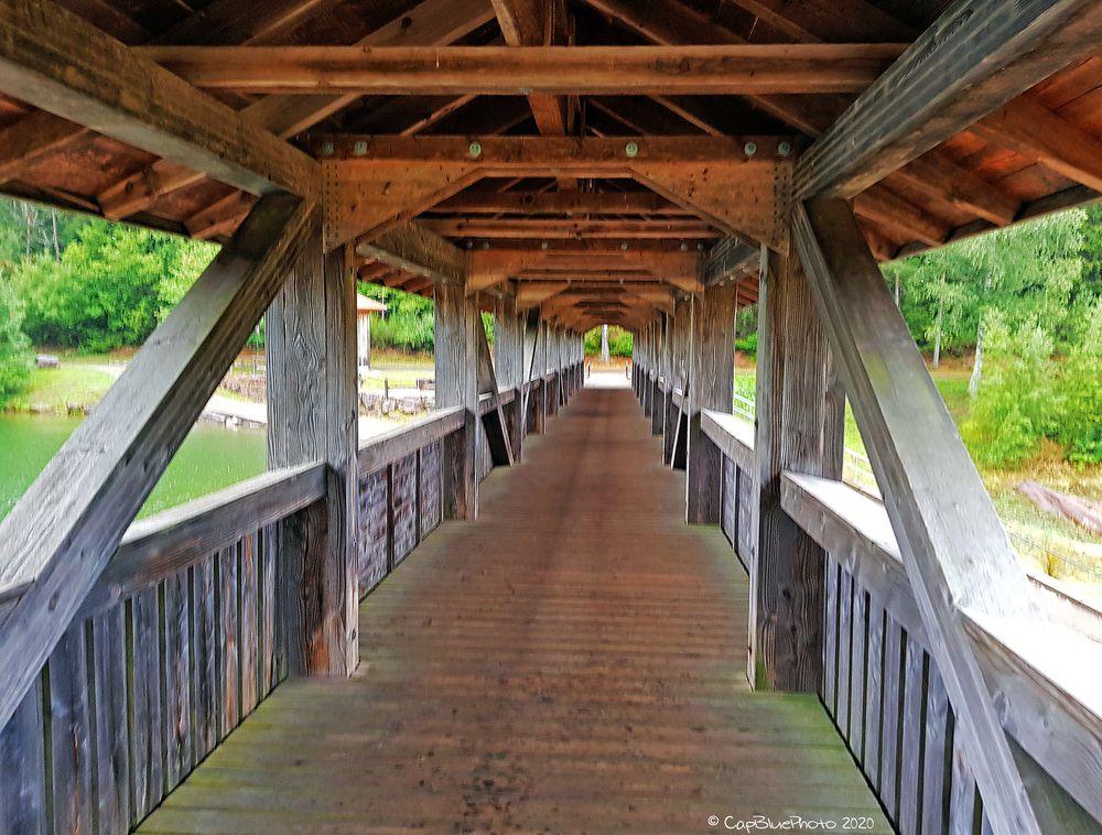 Holzbrücke Durchgang bei der Nagoldtalsperre