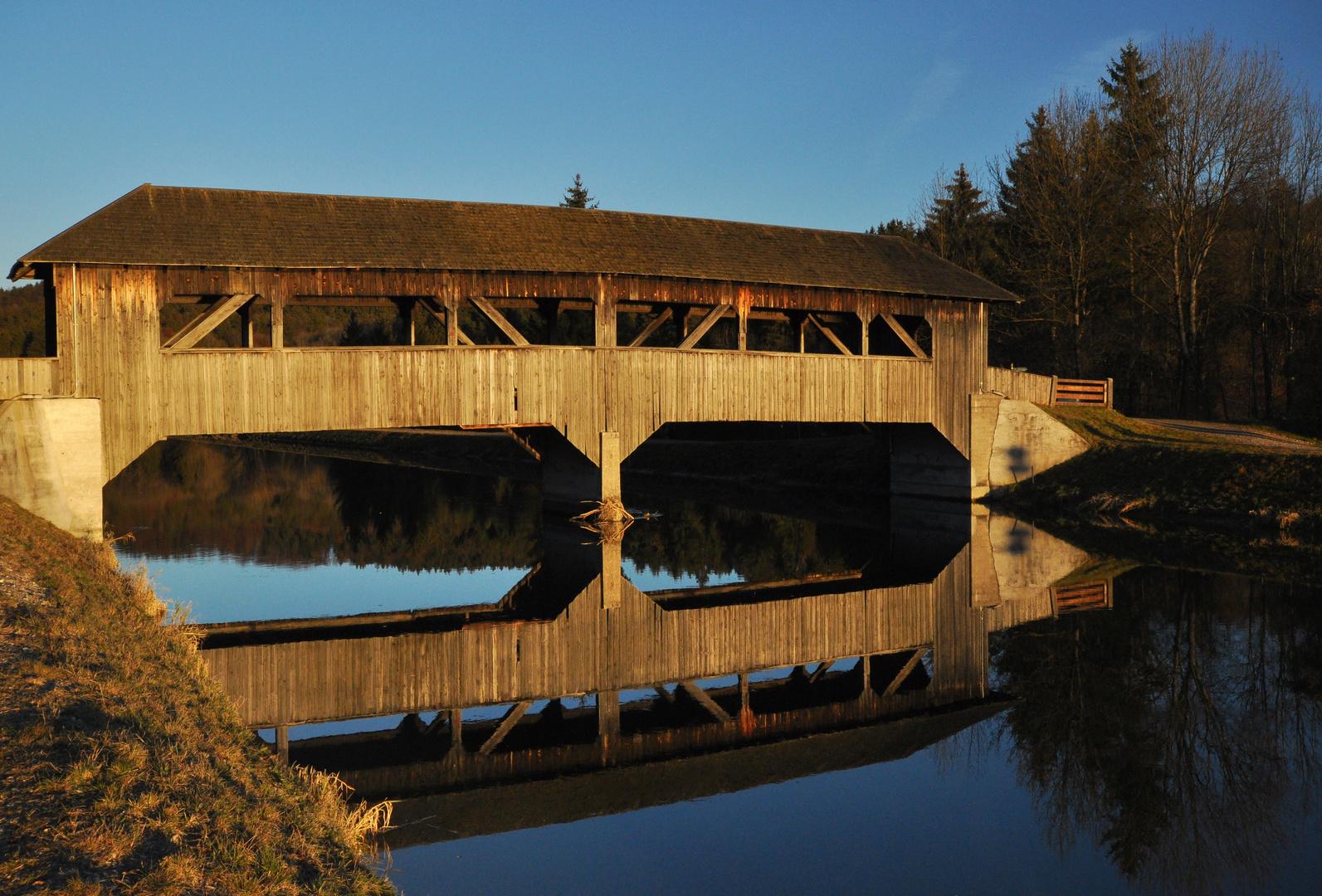 Holzbrücke über den Isarkanal bei Aumühle
