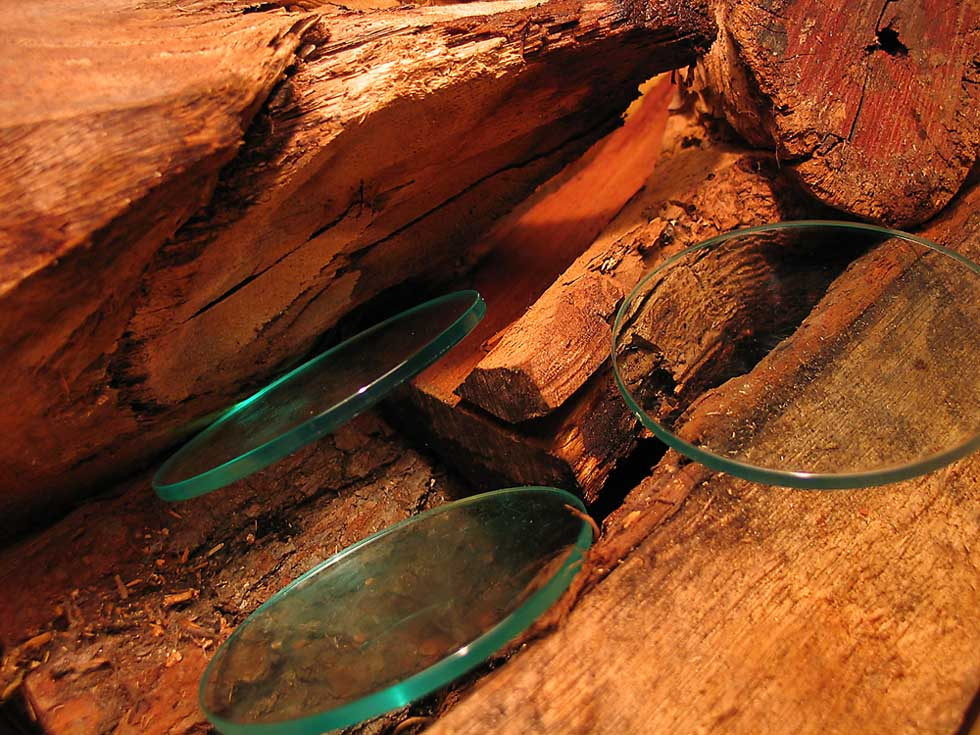 Holzscheite eines trüben Herbstsonntags