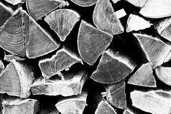 Holzscheite in s/w