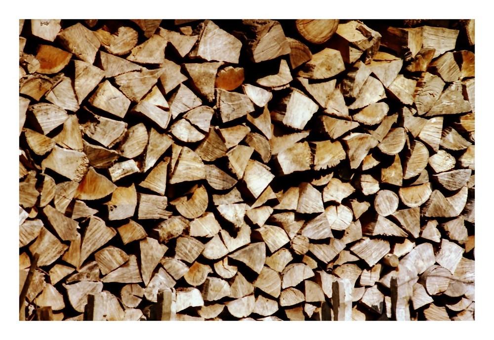 Holzscheite warten auf ihre Nutzung
