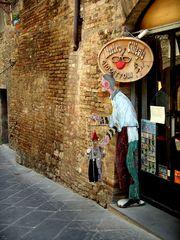Holzschnitzerei in Gimignano, Italien