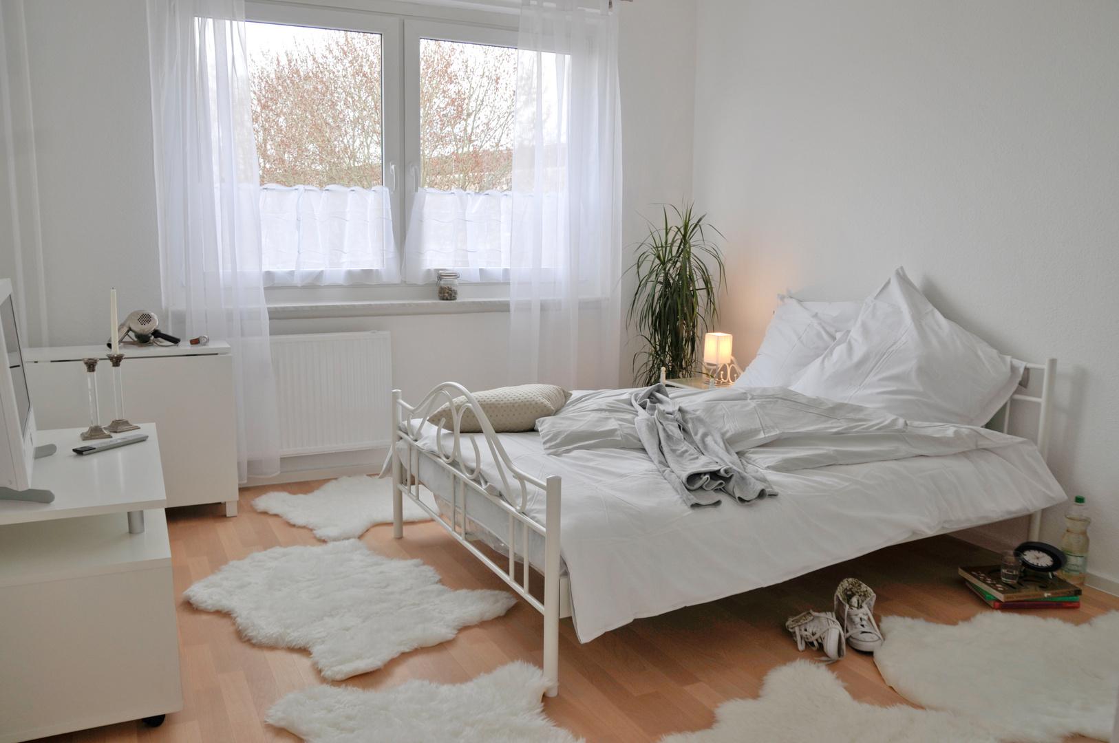 homestaging schlafzimmer foto bild lampen und leuchten alltagsdesign schlafzimmer bilder. Black Bedroom Furniture Sets. Home Design Ideas