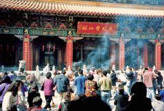 Hong Kong: vor einem Tempel (MW 1997/3 - he)