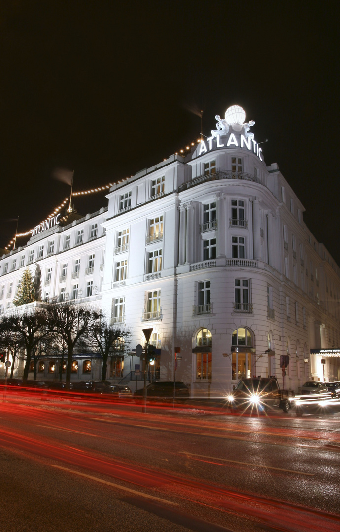Hotel Atlantic bei Nacht