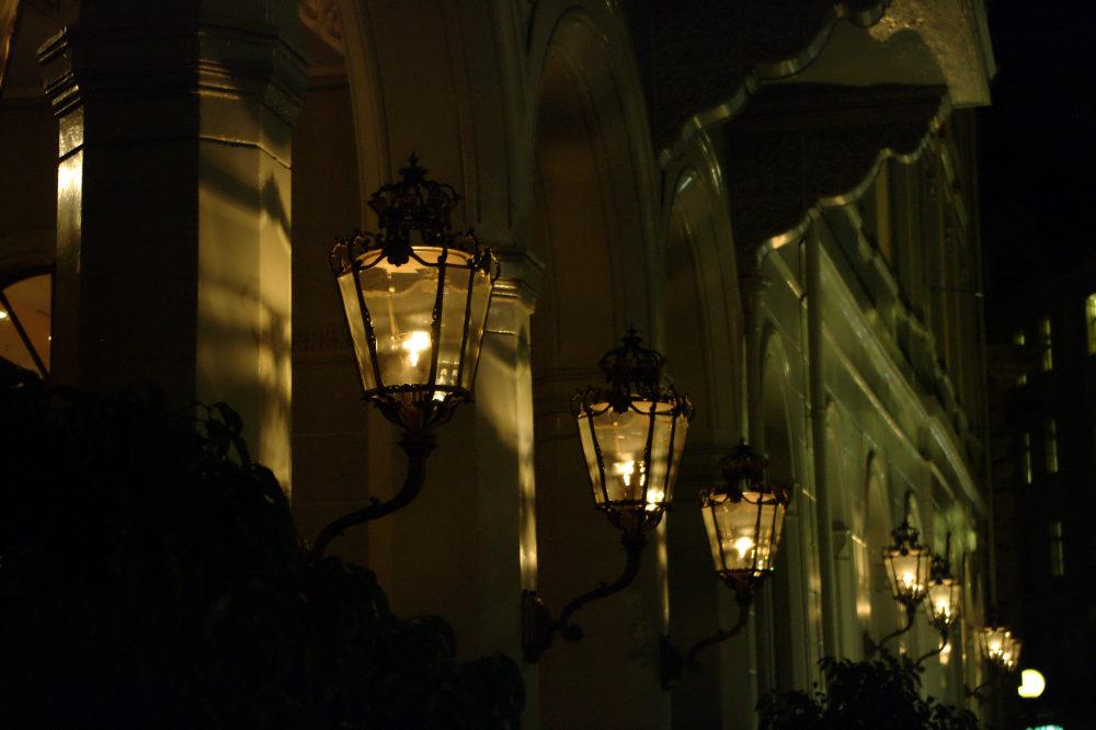 Hotel Trois Rois bei Nacht