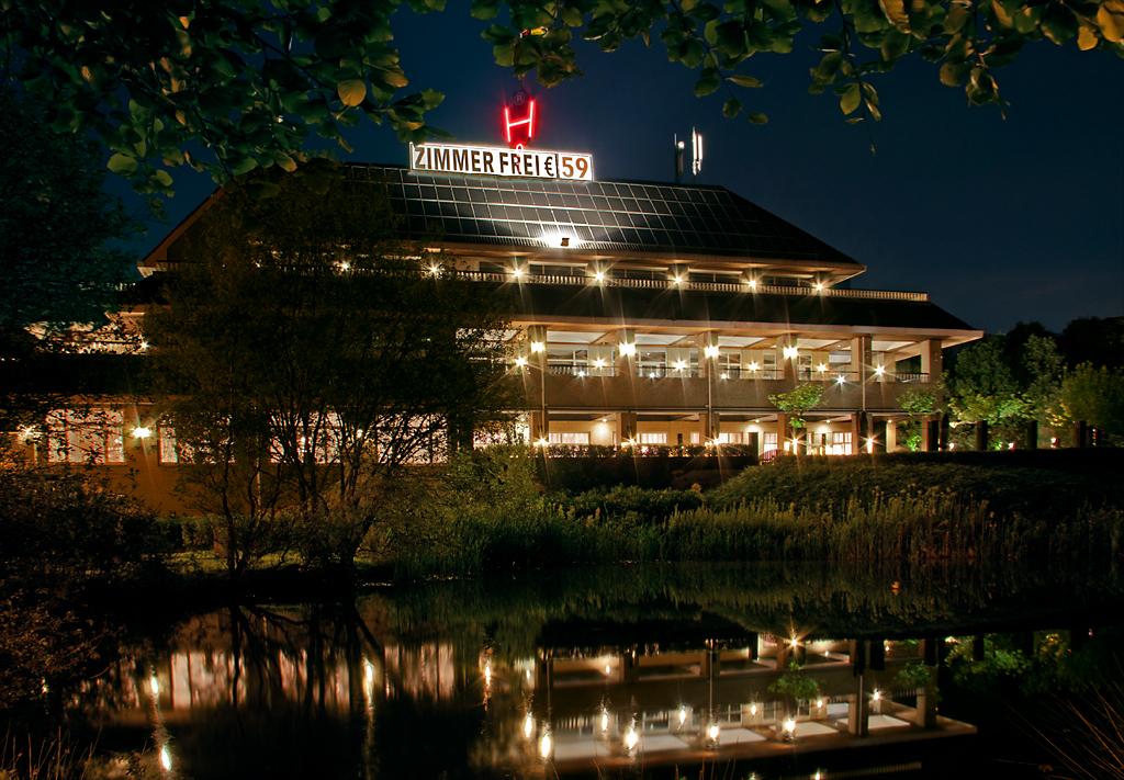 Hotel van der Falk bei Nacht