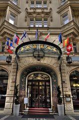 Hoteleingang in Prag