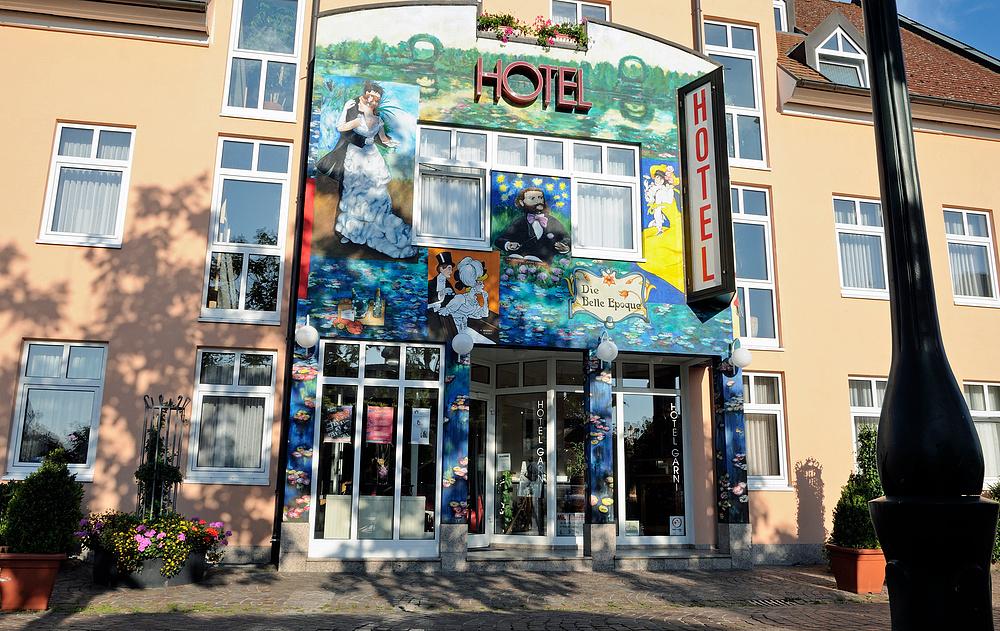 Hotelfasade in Neuenburg a. Rh. N.1