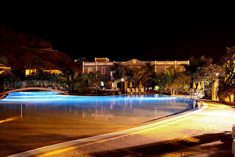 Hotelpool bei Nacht!