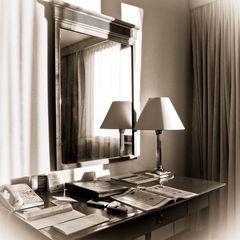 Hotelzimmer-Atmosphäre im Morgenlicht