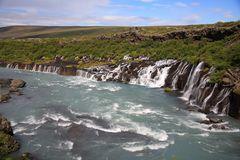 Hraunfossar - ein Wasserfall direkt aus der Lava