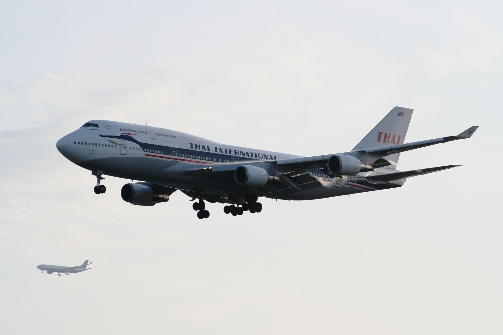 HS-TGP Thai Airways Boeing 747-400 Retro c/s