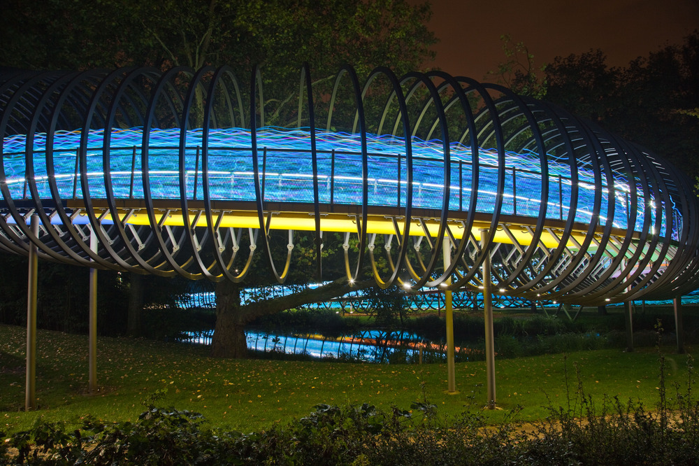 http://www.speed-of-light-ruhr.de/ an der Slinky Springs to fame Brücke. 3