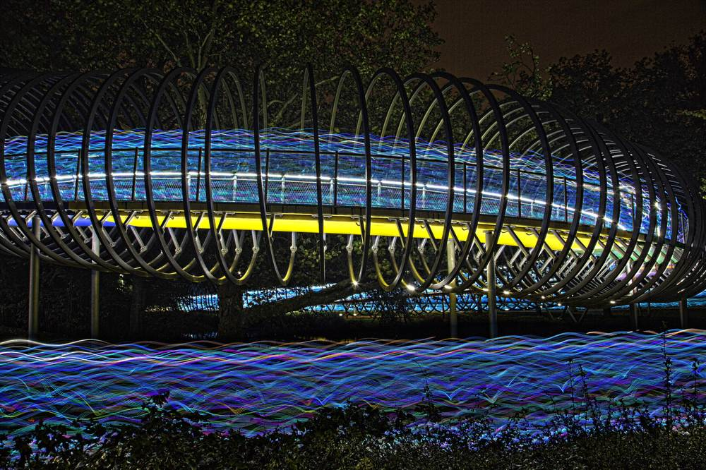 http://www.speed-of-light-ruhr.de/ an der Slinky Springs to fame Brücke.