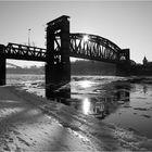 Hubbrücke im Gegenlicht