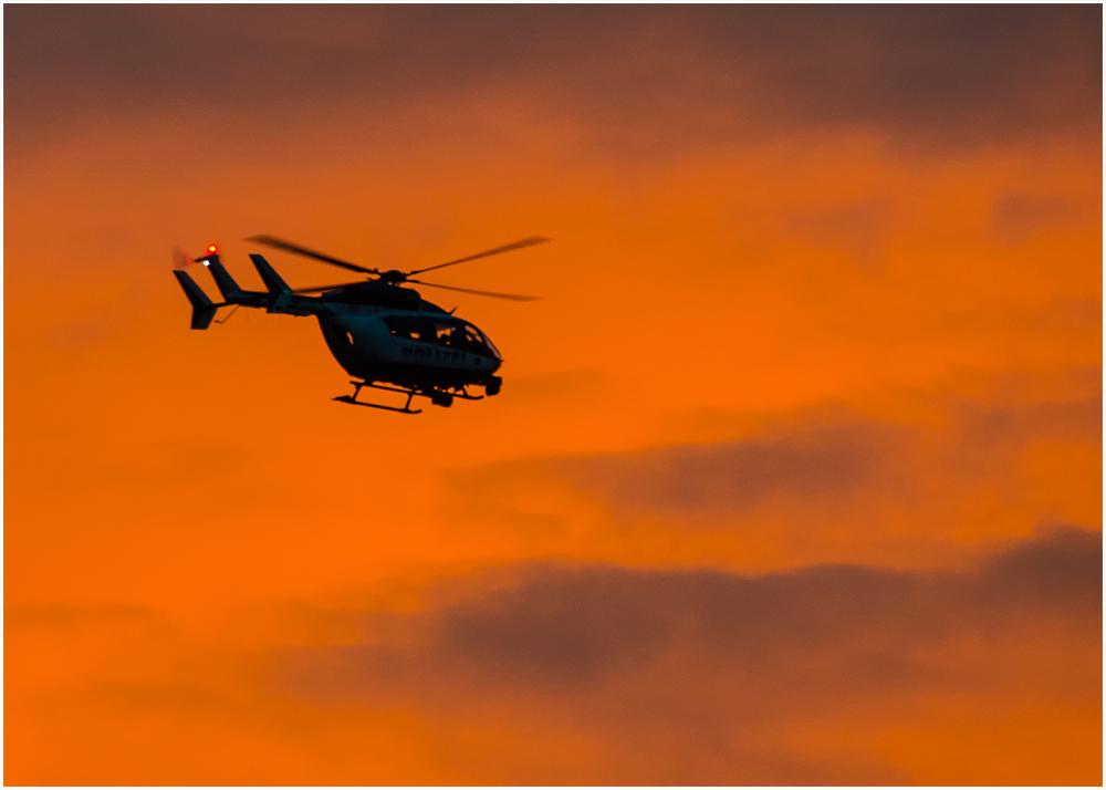 Hubschrauber am Abend