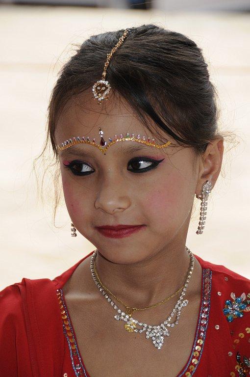 Hübsches Mädchen bei Zeremonie
