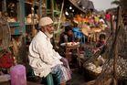 Hühnchen Metzger am Straßenrand in Kalkutta