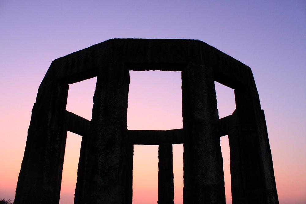 Hünenborg oder Stonehenge?