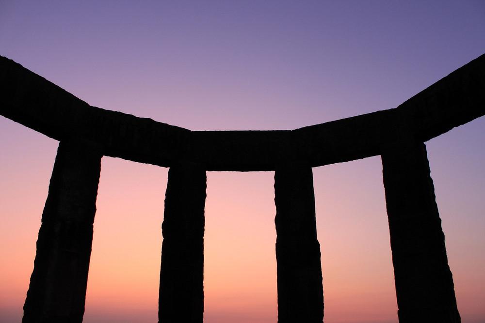 Hünenborg oder Stonehenge? II