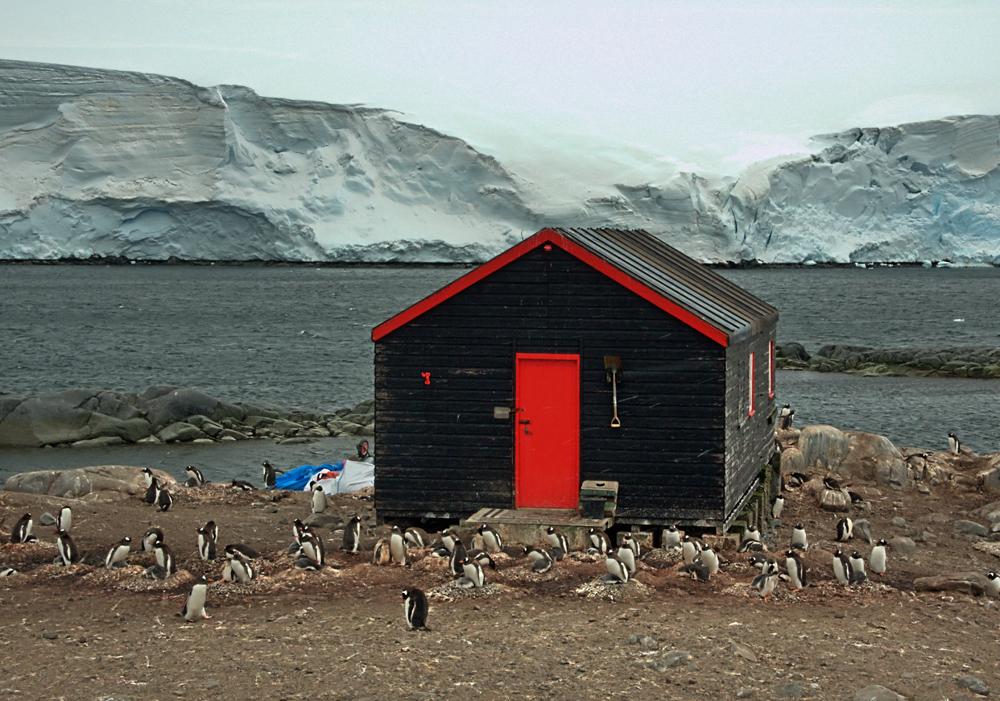 Hütte auf Forschungsstation in der Arktis