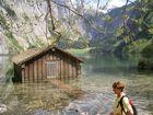 Hütte im See