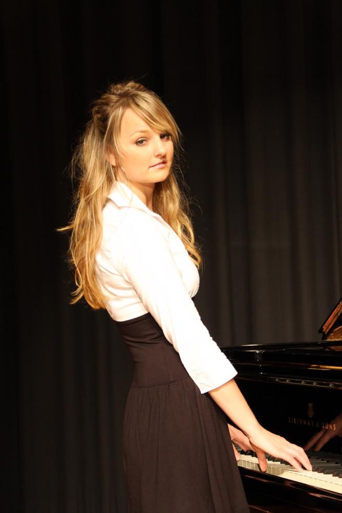 Human and Piano3