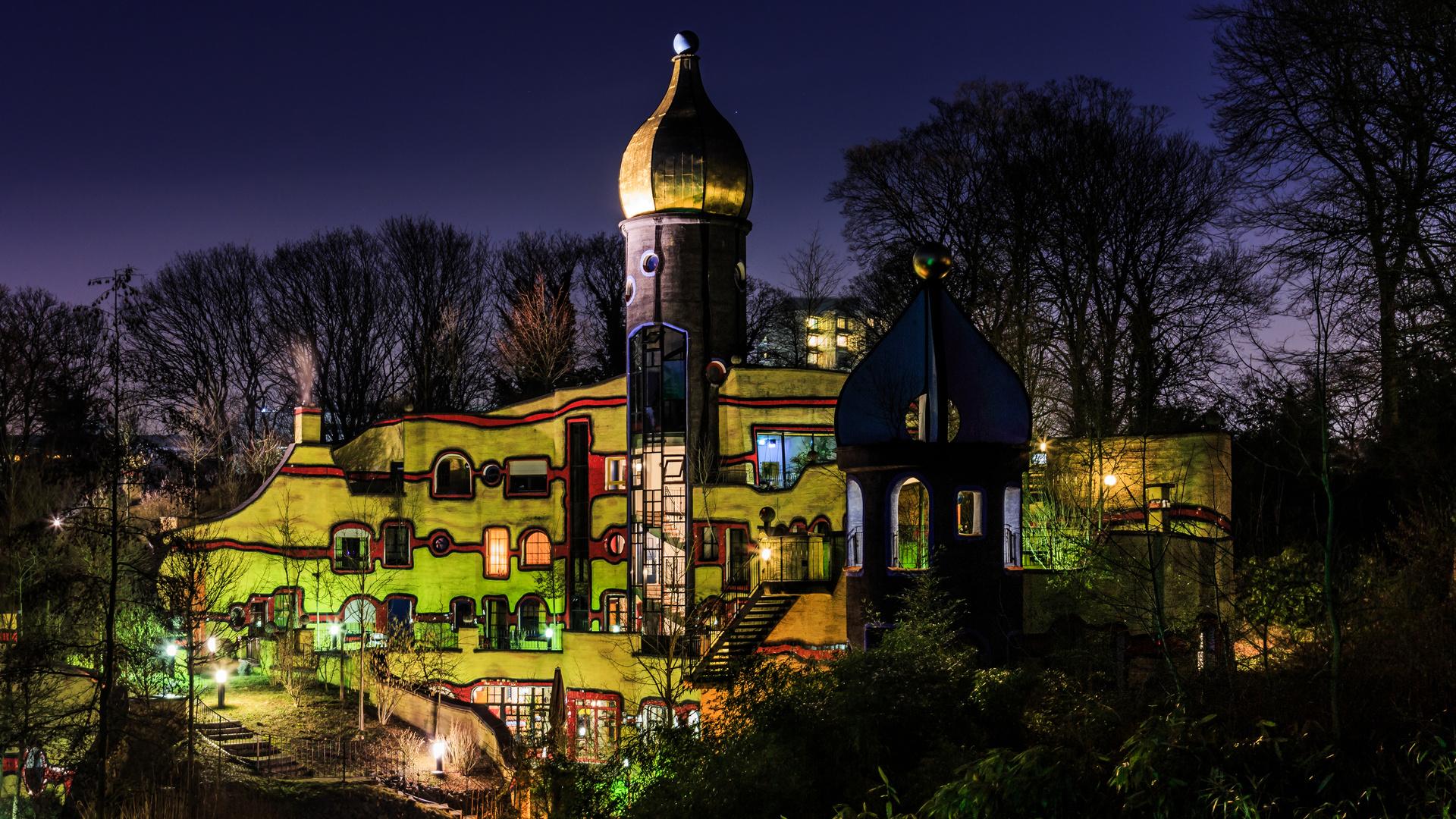 ... Hundertwasser - Essen - by night ...