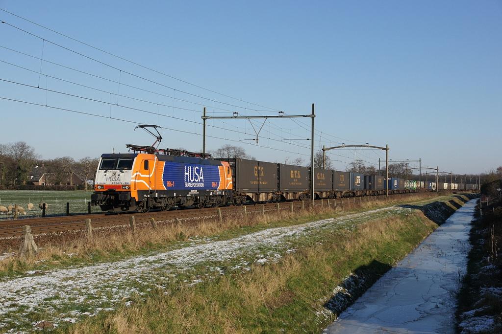 Husa 189 096 bei Breda/NL