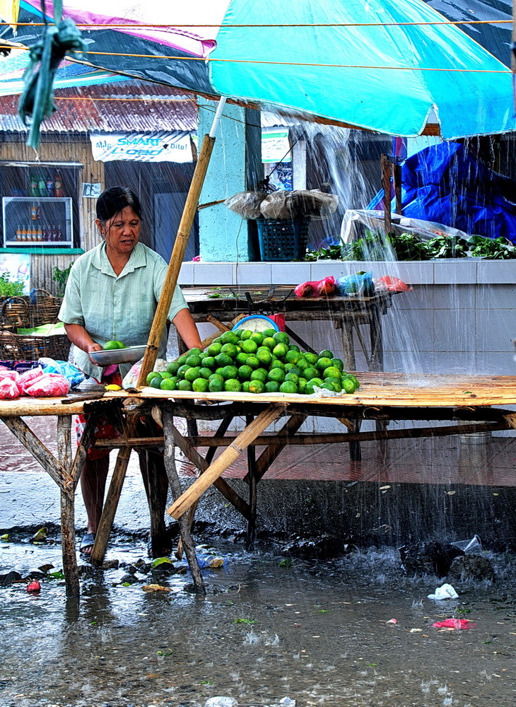 """"""" I can sale in the great rain """" , Ibajay-Market ; Aklan - Panay 2009"""