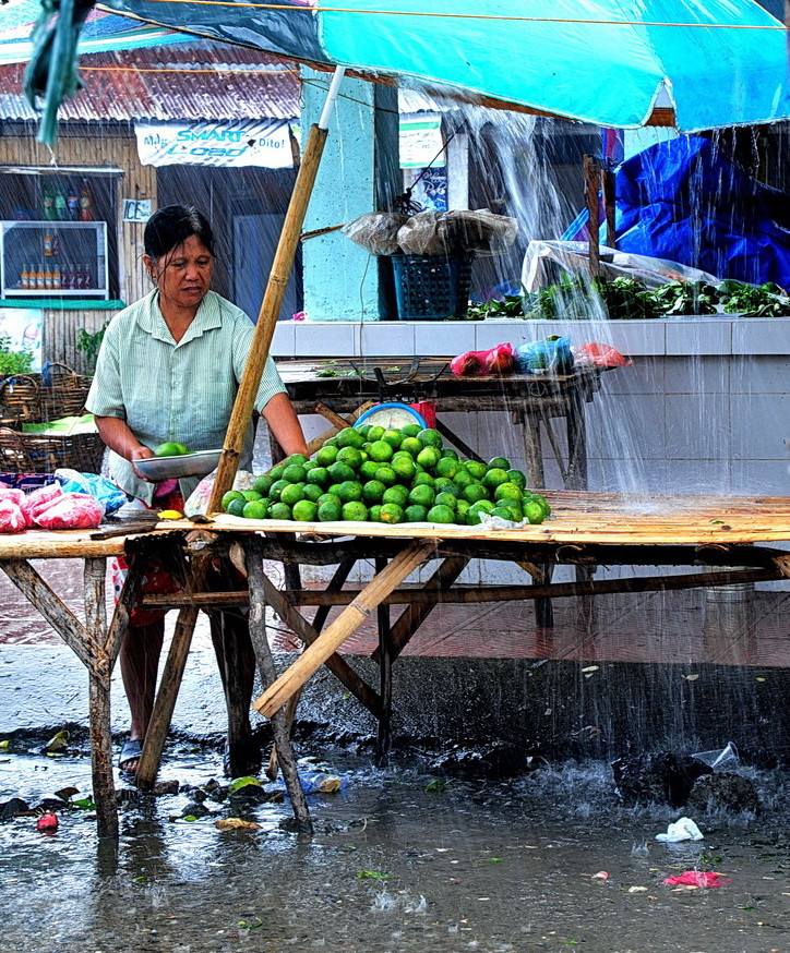 """ I can sale in the heavy Rain "" , Ibajay - Market - Aklan- Panay 2009"