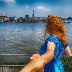 I Follow You: Blick über die Elbe