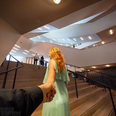 I Follow You: Elbphilharmonie (die große Treppe)