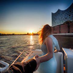 I Follow You: Sonnenuntergang über Landungsbrücken
