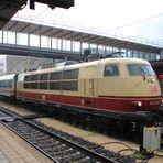 IC 2094 mit 103 245-7 in Ulm Hbf