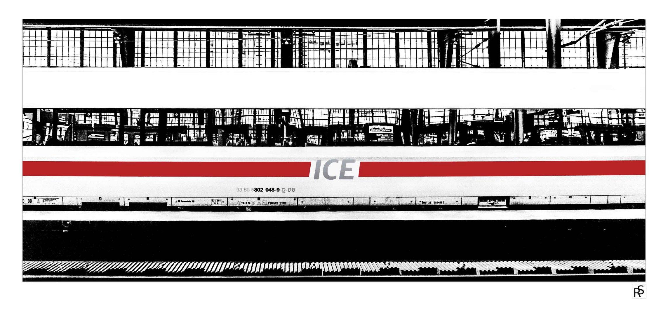 ICE am Bahnsteig