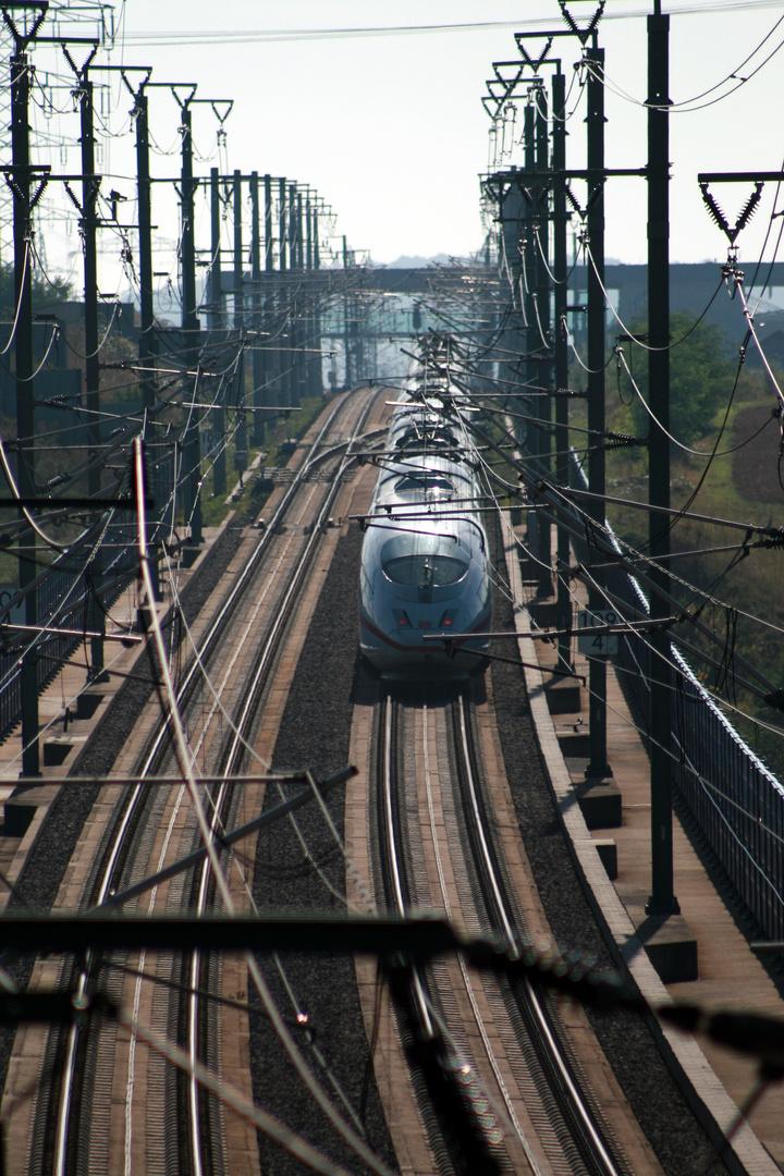 ICE III aus dem Tunnel vor dem Limburger Bahnhof