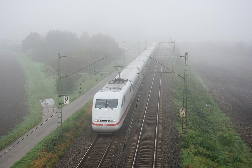 ICE im Nebel