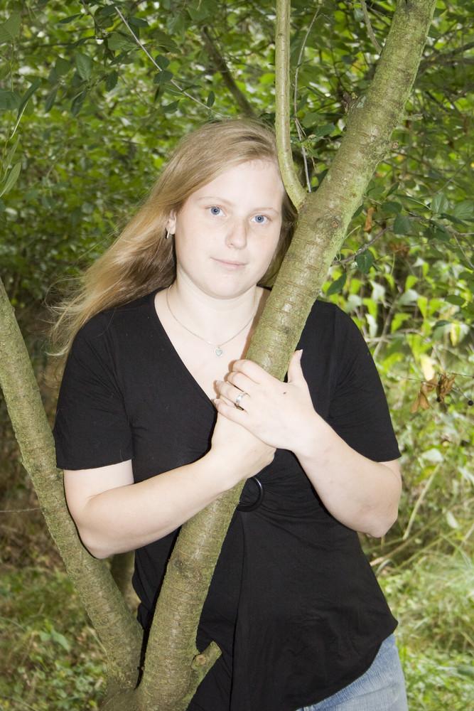 Ich an einem Baum