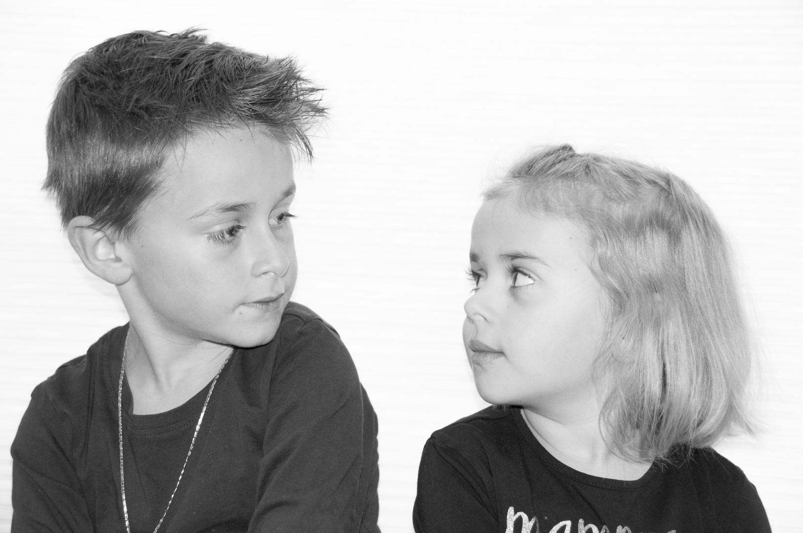 Ich betrachte meinen Bruder / meine Schwester Foto & Bild