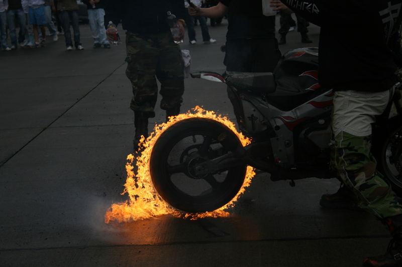 Ich glaube dein Reifen brennt!!!