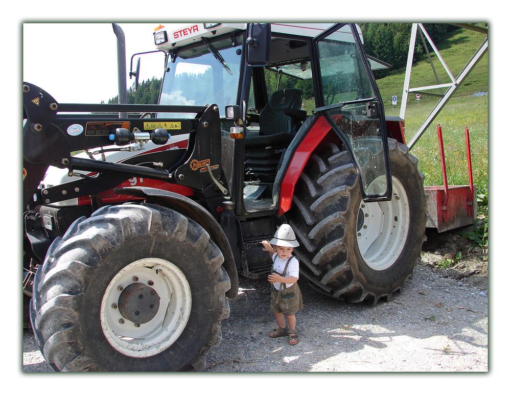 Ich seh doch gut aus neben meinem Traktor...