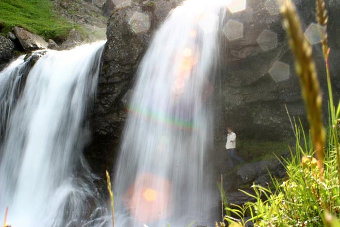 Ich selbst unter einem Wasserfall in Ostisland