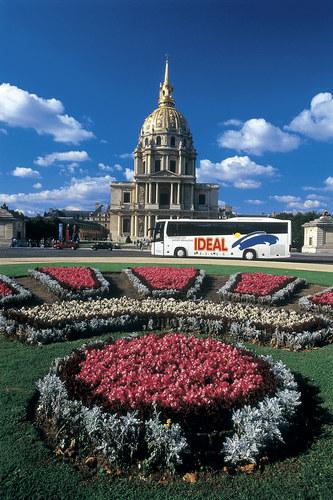 IDEAL-Bus vor Invalidendom