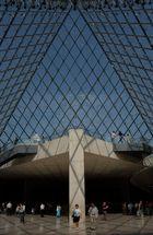 Ieoh Ming Pei : La Pyramide du Louvre, Paris, France, 1989