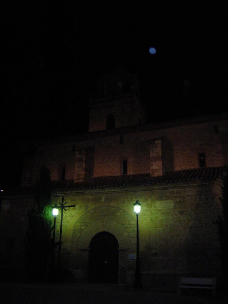 Iglesia de bello ,la luna vigila